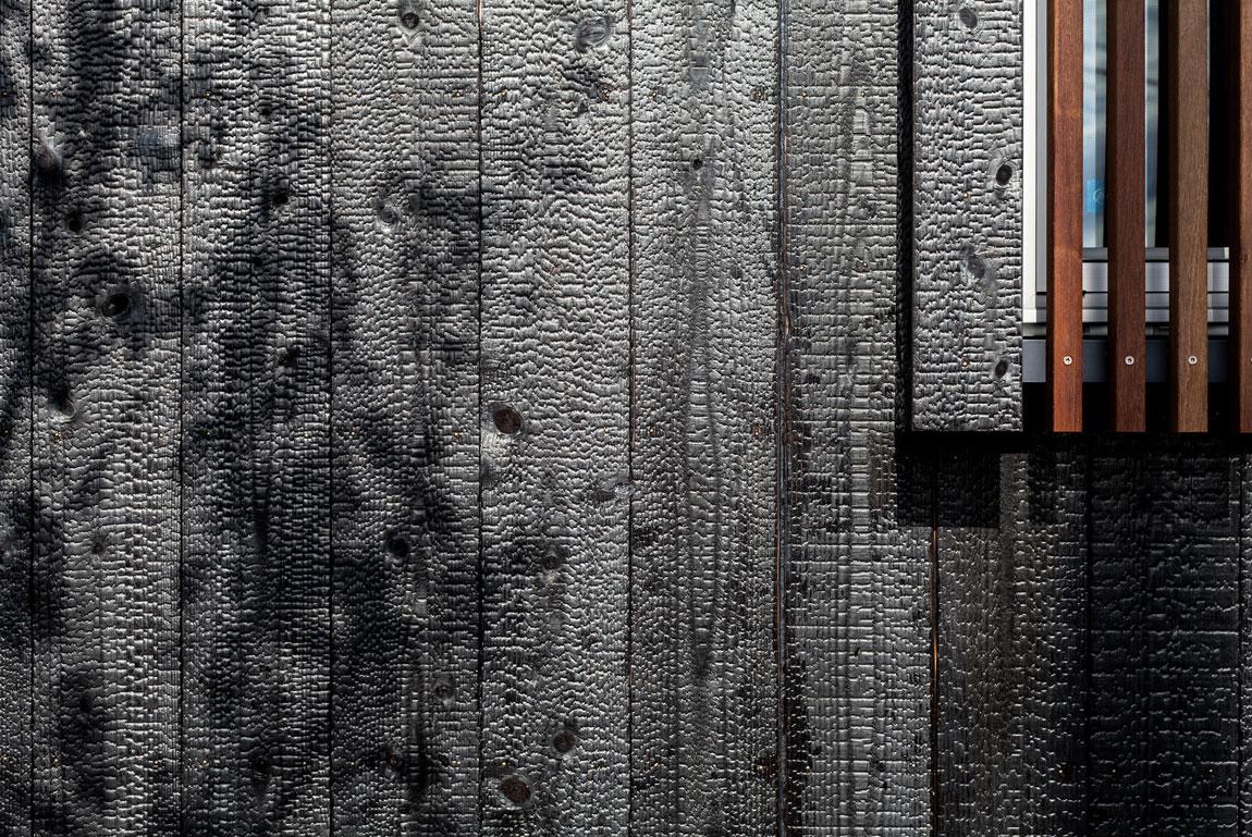焼杉外壁の平屋_外壁