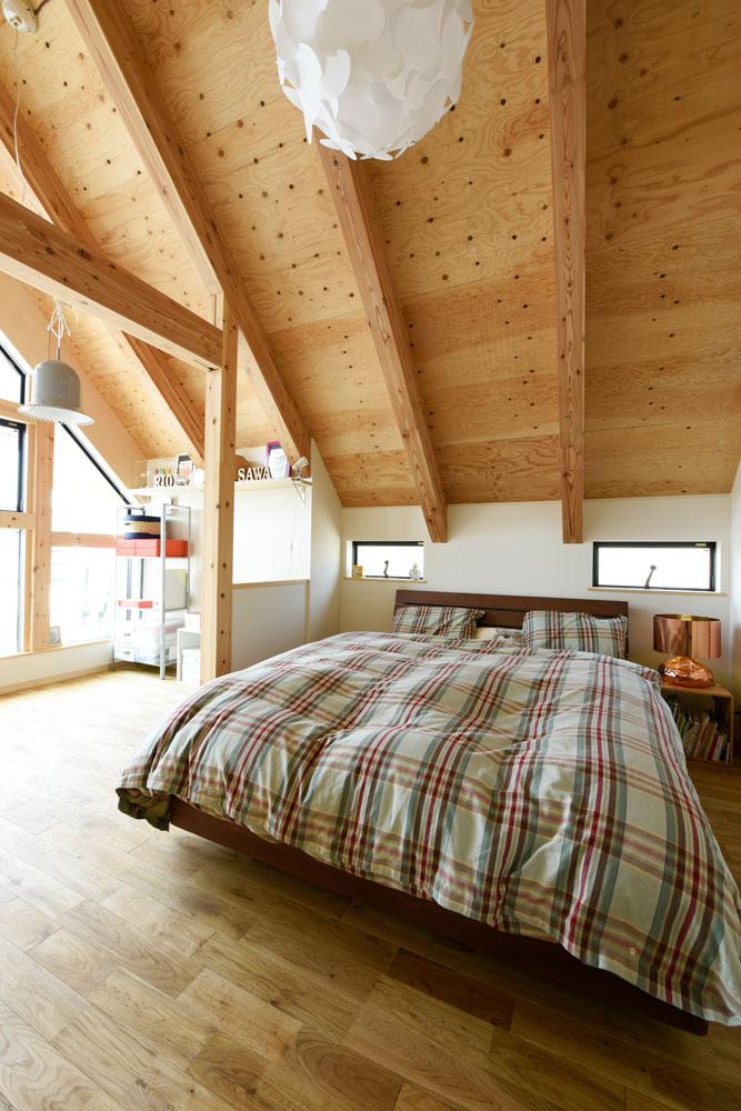 SE構法で地震にも安心。三角屋根の長期優良住宅_寝室