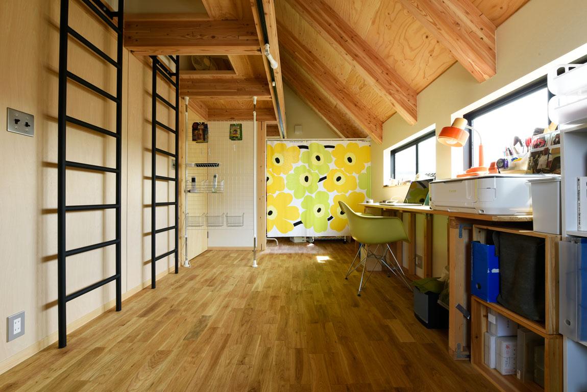 SE構法で地震にも安心。三角屋根の長期優良住宅_書斎