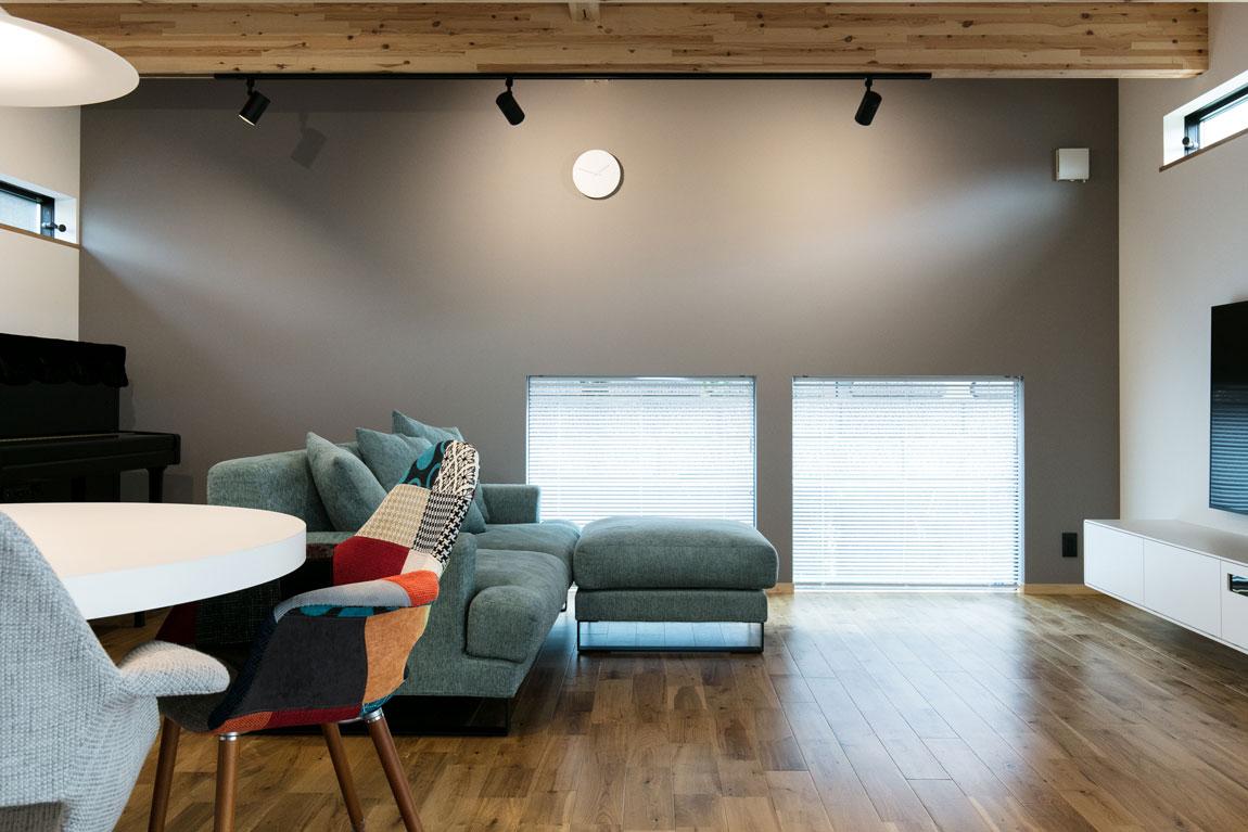 シンプルな箱型SE構法の家_リビングルーム