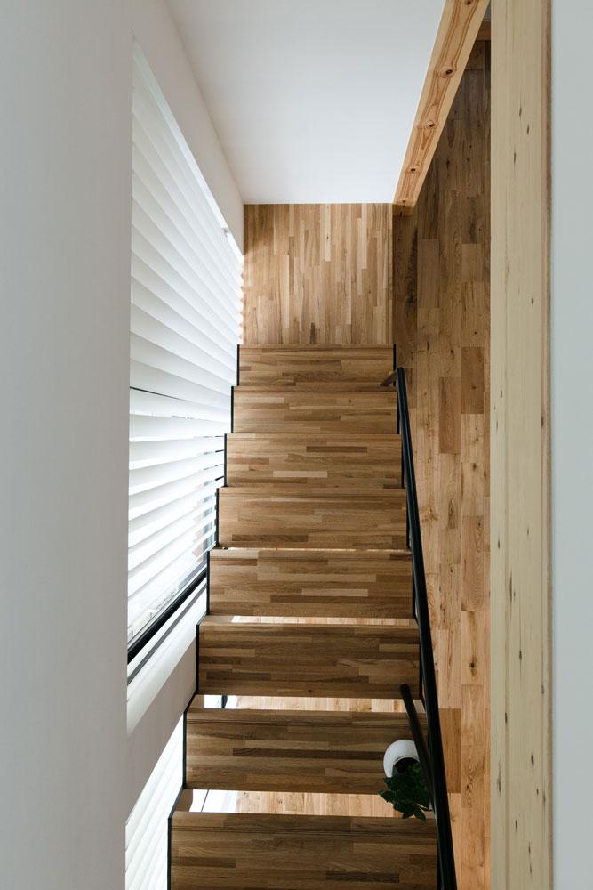 シンプルな箱型SE構法の家_階段